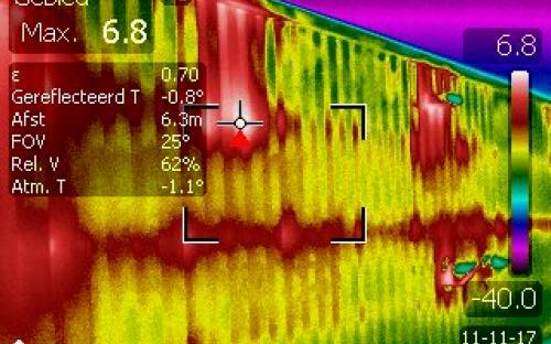 Warmte lekkage in vliesgevel waardoor er condensatie optreed in de constructie